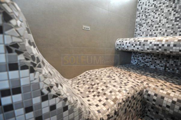 Dampfbad mit oberer Sitzreihe