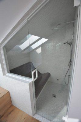 Dampfbadsitz in Dachschräge