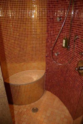 Duschsitz in Runddusche
