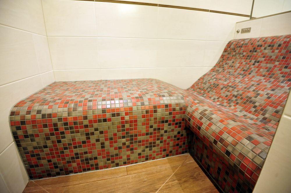 Dampfbadliege SWING mit Sitz Kombination
