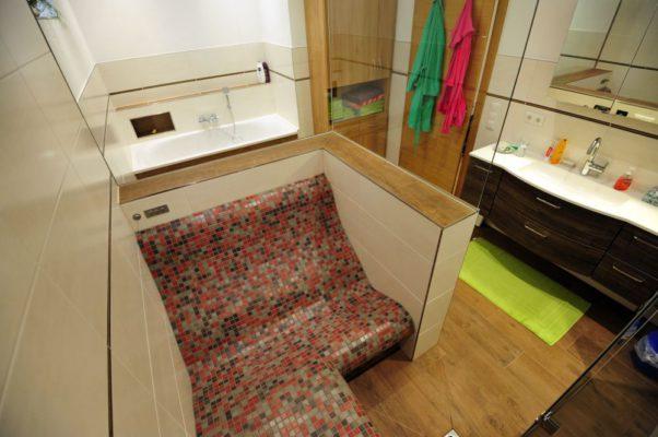 Badezimmer mit Dampfdusche