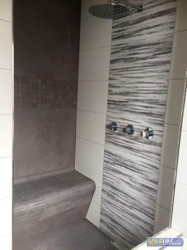gefliester Duschsitz
