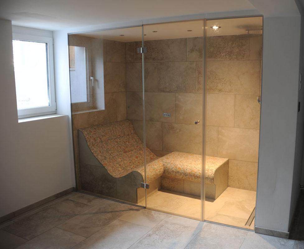 dampfdusche mit w rmebank dampfbad und dampfbadbau. Black Bedroom Furniture Sets. Home Design Ideas