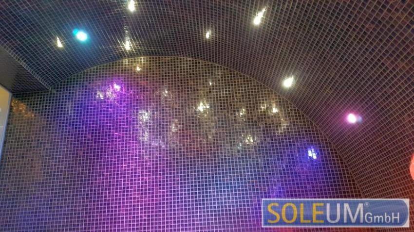 Dampfbadkuppel mit Sternenhimmel
