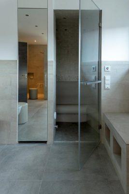 Exklusives Badezimmer mit Dampfbad