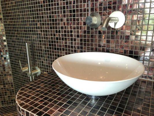 Waschbecken im Dampfbad